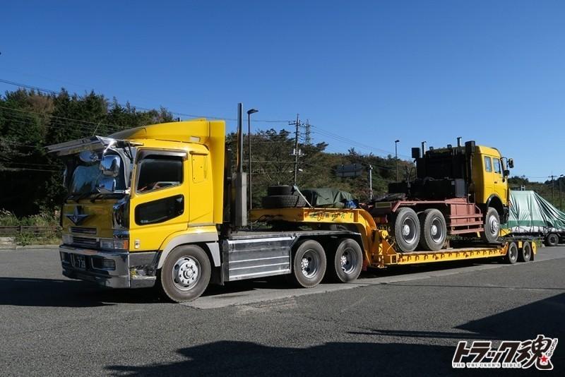 【仕事車礼讃】ベンツのトレーラーヘッドを積んだ黄色のスーパーグレードトレーラー 5