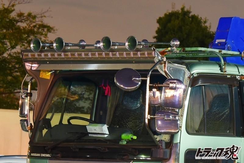【仕事車礼讃】UDコンドルのユニック車天井につけた4つのホーン 3